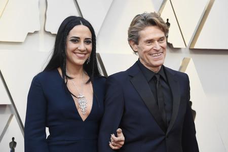 Willem Dafoe repite fórmula de azul y negro para los Premios Óscar 2019