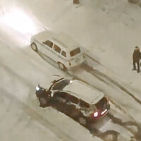 Sí, un 'Renault 4Latas' ha humillado a un Dacia Duster sobre la nieve en un vídeo viral, pero no es mejor coche y esta es la razón