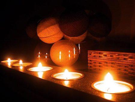 Cómo eliminar la cera de los candelabros