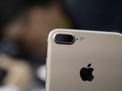 Un ingeniero de Google prueba que las apps con permisos de acceso a la cámara en iOS nos pueden espiar