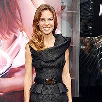 ¿Os gusta el vestido de Hilary Swank?