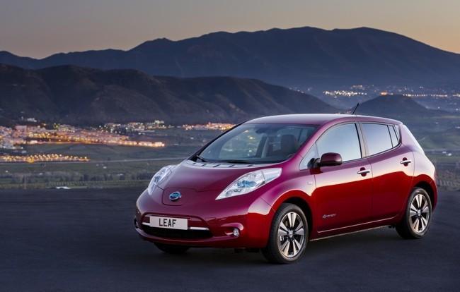 Nissan LEAF 2013 rojo 04