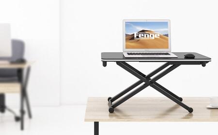 Este accesorio para tu mesa de oficina te permite cambiar de postura y trabajar de pie: de oferta en Amazon con cupón por 66 euros