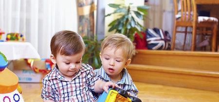 Darles a los niños menos juguetes le permite ser más creativos