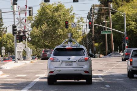 Los coches autónomos de Google van perdiendo el miedo a la jungla de asfalto