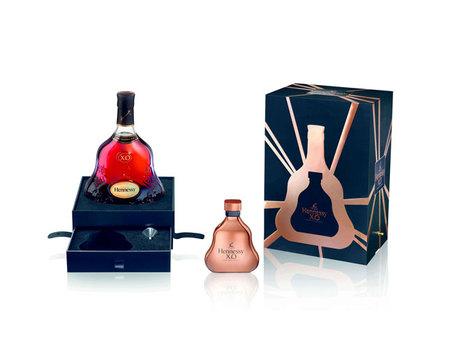 Hennessy X.O y una petaca en cristal dorado: tradición y modernidad