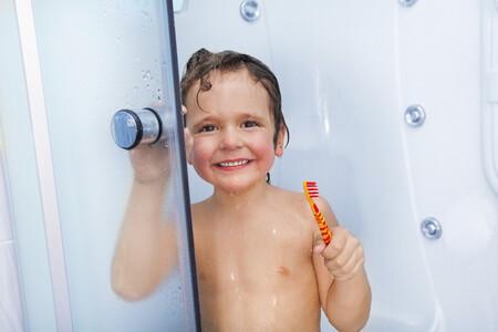 Estas son las rutinas diarias de higiene y aseo que tu hijo debería hacer según su edad y así puedes fomentarlo