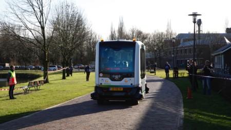 El autobús autónomo holandés está dando sus primeros paseos: WEpod
