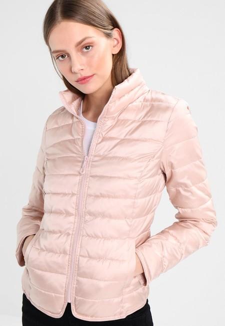 30% de descuento en la chaqueta Onltahoe Shimmer Collar de Only: se queda en 34,95 euros con envío gratis