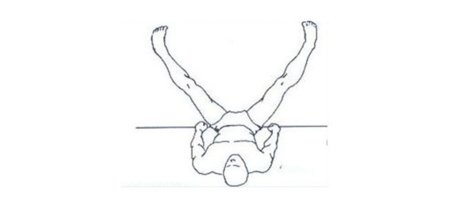 Un estiramiento para aliviar tensiones en las piernas tras la carrera