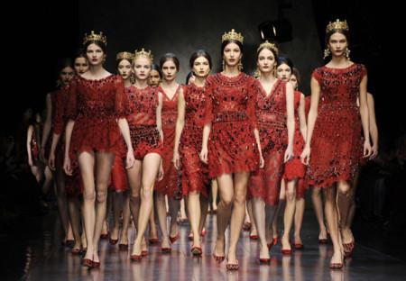 Tendencias de otoño para tus estilismos de verano: el rojo el nuevo negro