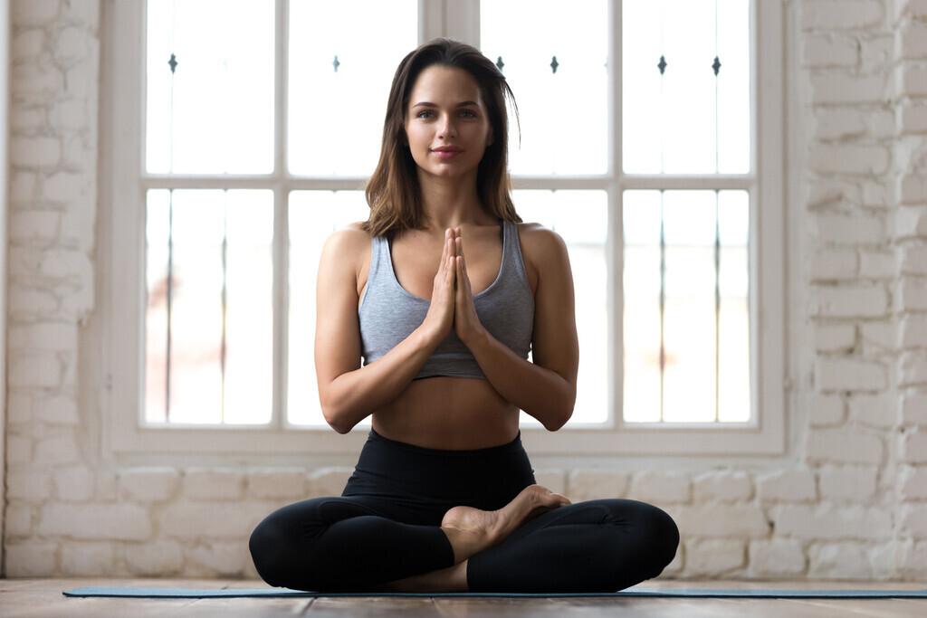 Cinco asanas de Yoga para relajarte durante tus vacaciones