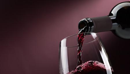 17 grandes vinos blancos, tintos y rosados para comprar online con grandes descuentos (y darte un homenaje)