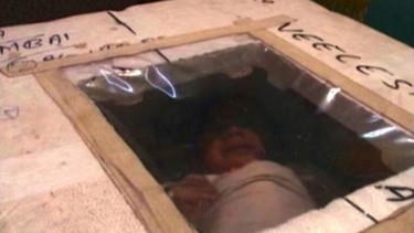 Un bebé prematuro pasa 5 meses en una nevera de poliespan usada como incubadora