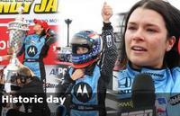 Danica Patrick gana su primera carrera en la IndyCar