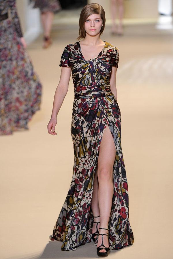 Elie Saab Otoño-Invierno 2011/2012 en la Semana de la Moda de París: la alfombra roja espera