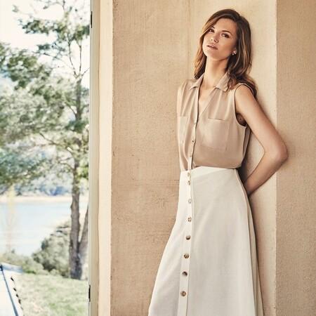 Cinco faldas de Cortefiel que solucionan cualquier look veraniego con una blusa básica