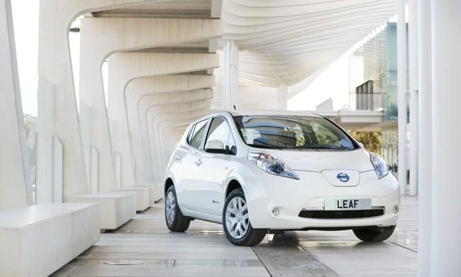 Nissan LEAF 2013 blanco 01