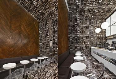 Un trampantojo con libros en techo, suelo, y paredes