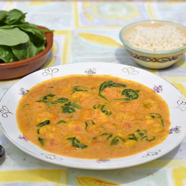 Curry suave de gambas congeladas: receta marinera rápida para llevar la India a la mesa