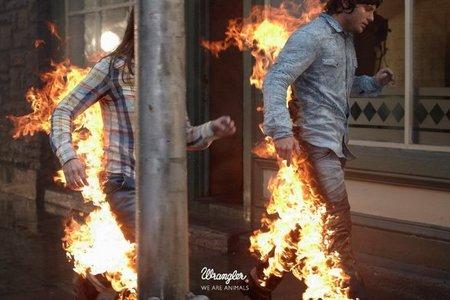La explosiva y ardiente campaña de Wrangler para esta primavera-verano 2011