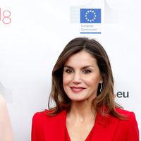 Doña Letizia vuelve a demostrar que el rojo es su color y gana en estilo a Matilde de Bélgica