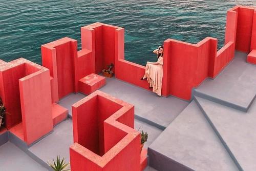 La 'Muralla Roja' ya no es el sitio más instagrammeable de España: este edificio le hace la competencia