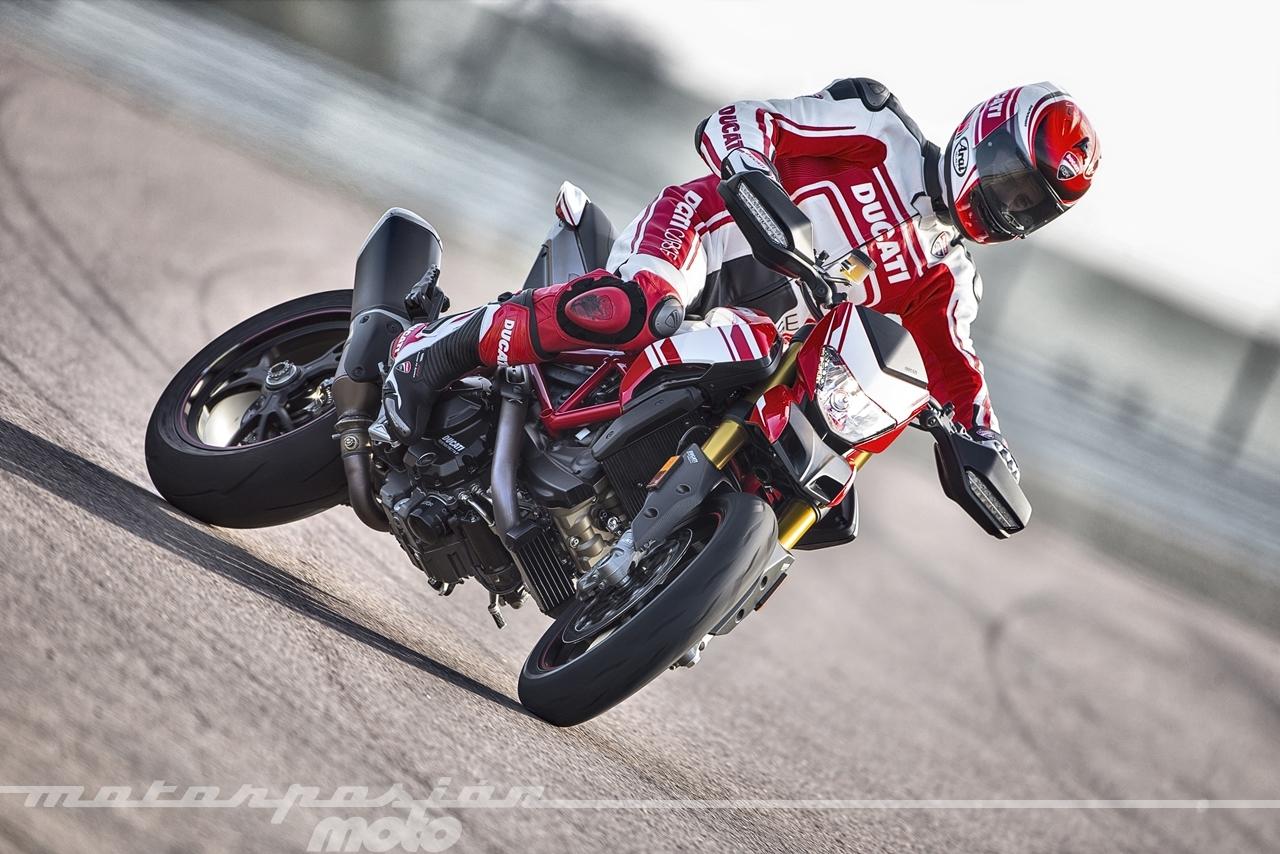 Foto de Ducati Hypermotard 939 SP (22/25)