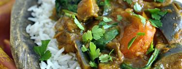 Curry de berenjena, tomate y espinacas: receta vegetariana