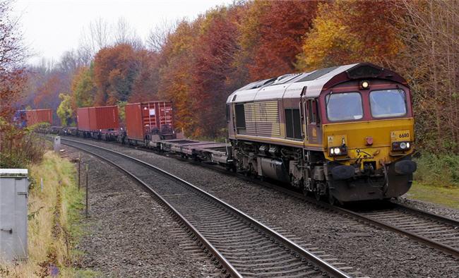 Las hojas en los raíles ya no son un problema: llegan los trenes armados con láser
