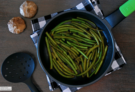 Salteado de judías verdes al ajo negro: receta ligera de guarnición o cena