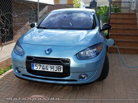 Renault Fluence Z.E., prueba (equipamiento, versiones, recarga y seguridad)