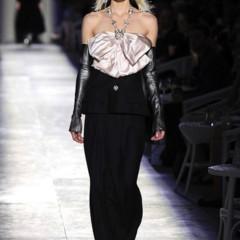 Foto 32 de 61 de la galería chanel-alta-costura-otono-invierno-2012-2013-rosa-gris-brillos-y-nuevo-vintage en Trendencias