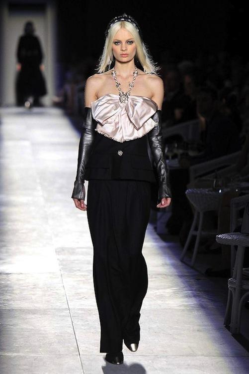 Foto de Chanel Alta Costura Otoño-Invierno 2012/2013: rosa, gris, brillos y nuevo vintage (32/61)