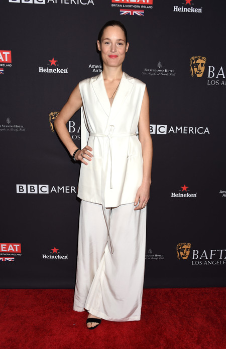 tea party bafta alfombra roja Vicky Krieps