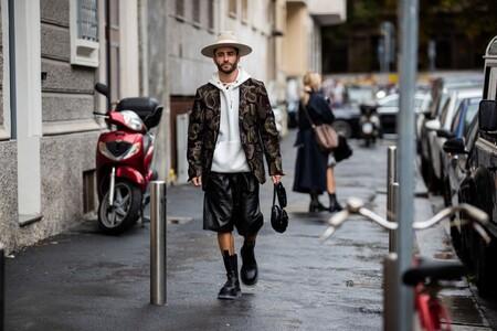 Listo para el combate: Pelayo Díaz sabe que las botas militares se llevan y así las ha lucido en París y Milán