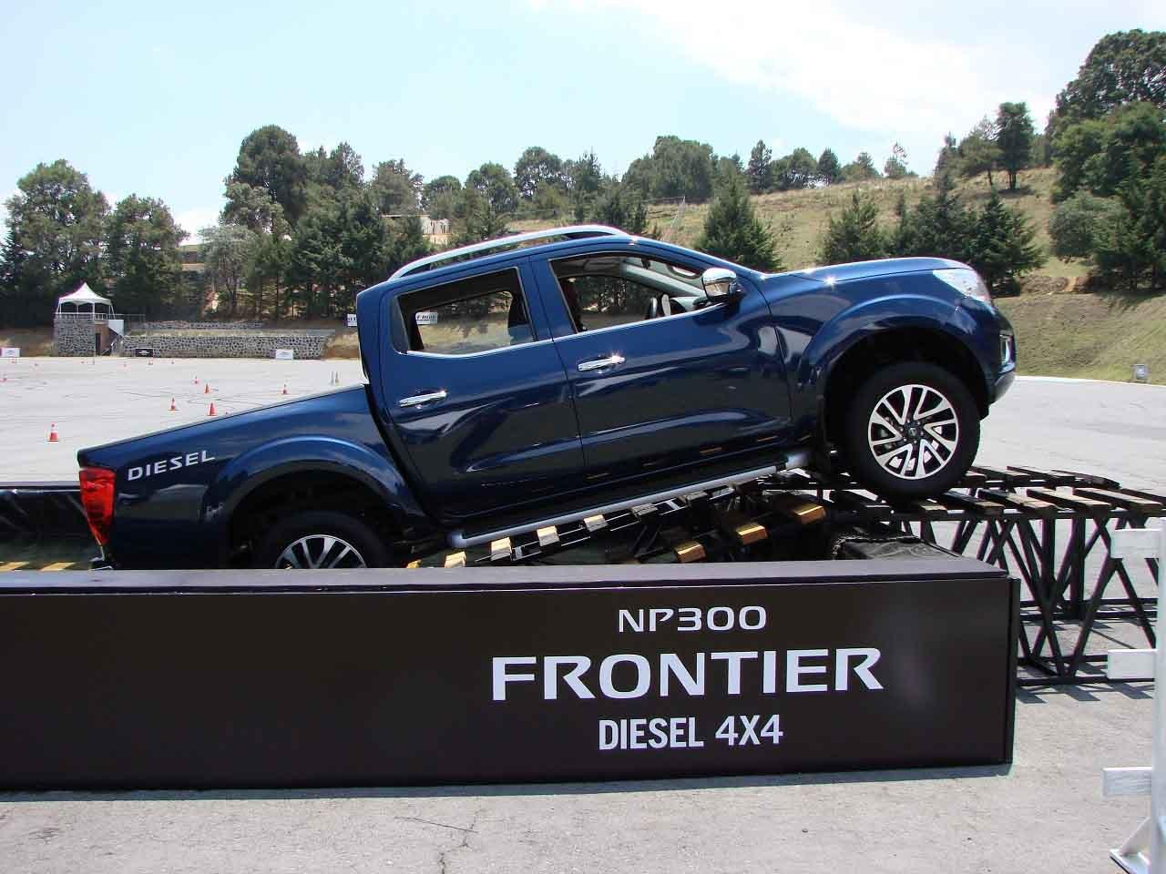 Foto de Nissan NP300 Frontier Diésel 4x4 prueba México (7/31)