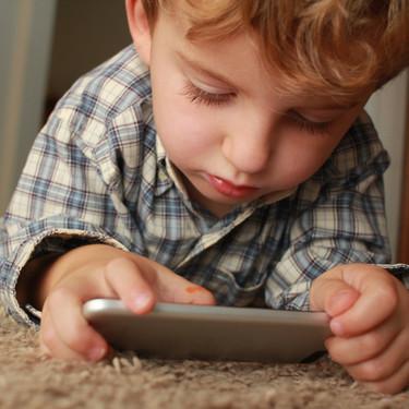 Claves para entender a la Generación Alfa, los niños nativos digitales nacidos después de 2010