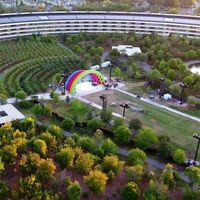 Ya sabemos a qué está destinado el colorido escenario en medio del Apple Park: la inauguración oficial de la sede