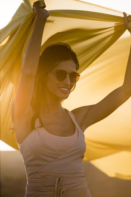 Sara Carbonero se marca un Kim Kardashian y crea una colección de gafas de sol con Polaroid
