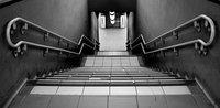 La escalera más larga del mundo, escaleras que giran al revés, escaleras helicoidales que se cruzan, escaleras que no llevan a ningún sitio y la escalera como una importante causa de muerte (y III)