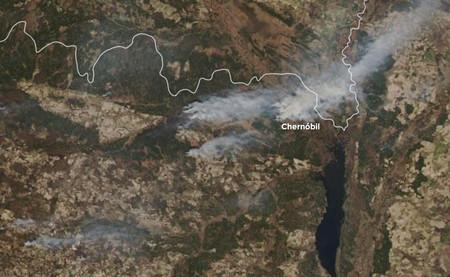 Los incendios de Chernóbil, desde el aire: 20.000 hectáreas en llamas a dos kilómetros del reactor