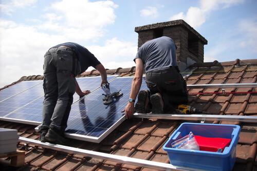 Cómo instalar autoconsumo solar en casa: dimensionamiento, coste y rentabilidad