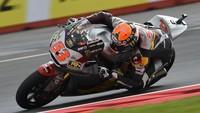 MotoGP Gran Bretaña 2014: Tito Rabat bate a Mika Kallio por 63 milésimas
