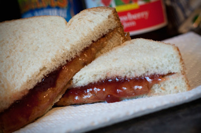 El sándwich más famoso de EEUU: PB&J, mantequilla de cacahuete y mermelada