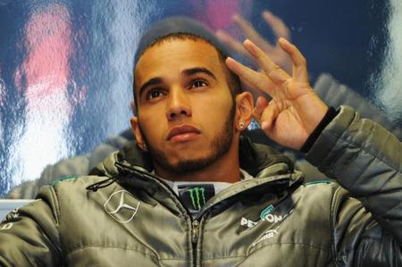 Lewis Hamilton cree que alcanzar el campeonato todavía es posible