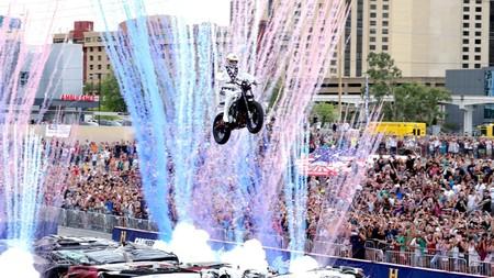 ¡Bendita locura! Los mejores momentos de Travis Pastrana y otros cinco pilotos acrobáticos en moto