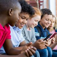 Casi el 70 por ciento de los menores de entre 10 y 15 años tienen un móvil, y más niñas que niños