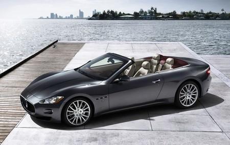 Maserati Gran Cabrio gris