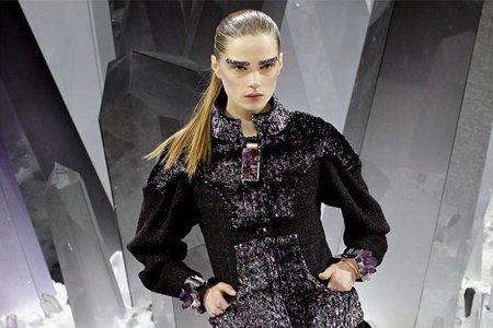 Chanel y sus cejas de efecto cristalizado en su desfile Otoño-Invierno 2012/2013